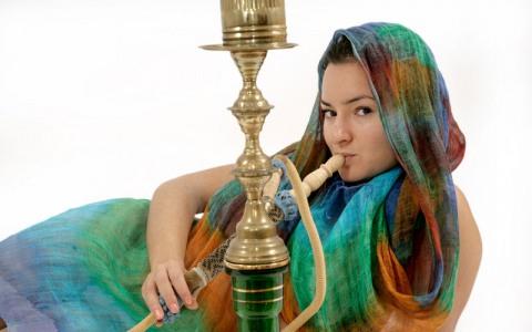 фото курящих восточных девушек