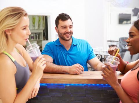 Дружеские посиделки в милом фитобаре с друзьями и подругами — это источник вдохновения и лишний повод побаловать свой организм целебным коктейлем на основе лекарственных трав.