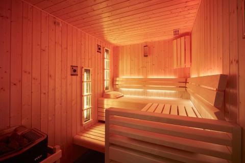 Воздействие тепловых лучей положительно сказывается на состоянии кожи: поры очищаются, нормализуется процесс выработки кожного сала.