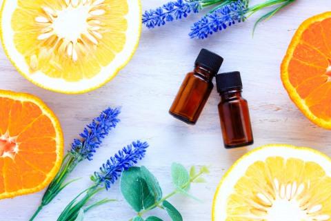 Апельсиновое эфирное масло стимулирует выработку коллагена и эластина, способствует увлажнению и осветлению кожи, помогает избавиться от целлюлита.