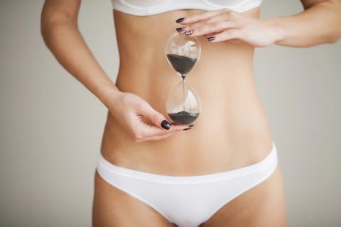 В разгар месячных в баню и сауну отправляться не стоит — поберегите свое здоровье.