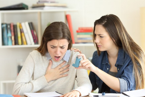 Если в парной начался приступ астмы необходимо срочно выйти из парилки!