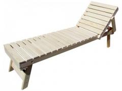 На скамье-лежаке удобно расположиться, находясь в парной, а также в процессе массажных «веничных» процедур.