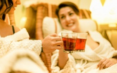 Совмещайте баню с чайными церемониями – это увлекательно и действительно полезно для укрепления иммунитета.