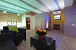 гостиная с TV, бассейном и сауной