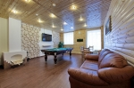 гостиная с TV и бильярдом, декоративный камин